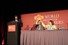 CristiánConen, Ignacio Ibarzábal y Paola Delboscodurante su intervención en la sesión'Familias, un regalo para la sociedad'.