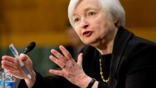 La manera en que Yellen maneje estos asuntos moldeará su legado. También podría determinar su futuro inmediato. Su período como presidenta de la Fed caduca a comienzos de 2018. Es difícil imaginar que el presidente Trump la reasigne a esas funciones si no puede guiar a la Fed sorteando los próximos escollos. dataifx.com