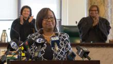 La nueva fiscal interina de Filadelfia, Kelly Hodge, durante la ceremonia de juramentación este lunes en la alcaldía. Samantha Laub / AL DÍA News