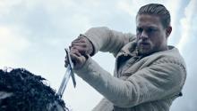 Charlien Hunnam como el joven Rey Arturo en 'King Arthur: Legend of the Sword', dirigida por Guy Ritchie. Foto:Warner Bros Pictures.