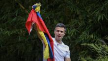 Venezuelan dissident Leopoldo López greets supporters on Saturday, July 8, 2017, at the entrance of his house in Caracas (Venezuela). Leopoldo López greeted from inside his residence in Caracas to which he arrived this morning after receiving a measure of house arrest that took him from the military prison in which he was held since February 2014, with a sentence of 14 years in prison. EFE/MIGUEL GUTIÉRREZ