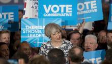 La primera ministra británica y líder del Partido Conservador, Theresa May, da un discurso durante el acto de campaña para laseleccionesgenerales en el National Conference Centre en Birmingham, centro de Inglaterra,ReinoUnido, hoy, 7 de junio de 2017.EFE/Jon Super