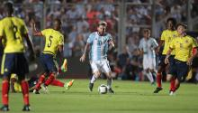Lionel Messi (c) from Argentina in action Colombia, in the match for the South American qualifiers between Argentina and Colombia for the 2018 World Cup Russia, at the San Juan Del Bicentenario stadium in San Juan (Argentina) ). EFE