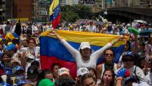 More than 20,000 women took to the streets in the Venezuelan capital, to show their discontent with the measures of repression of the Government of Nicolás Maduro.EFE/MIGUEL GUTIÉRREZ