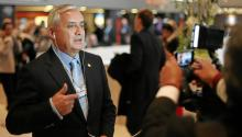 Participants take a photo of Otto Perez Molina (L), President of Guatemala during the Annual Meeting 2013 of the World Economic Forum in Davos, Switzerland, January 23, 2013. World Economic Forum/swiss-image.ch/Photo Mirko Ries (CC BY-NC-SA 2.0)