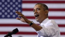"""Foto de archivo:El presidente de EE.UU., Barack Obama, pronuncia un discurso sobre la Affordable Care Act (Ley de Cuidado de Salud a Bajo Precio), conocida despectivamente por los conservadores como """"Obamacare"""", en la Universidad Prince George de Largo, en el estado de Maryland (Estados Unidos), eljueves 26 de septiembre de 2013.EFE/Michael Reynolds"""