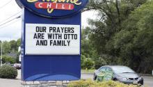 Un restaurante muestra un mensaje de apoyo aOttoWarmbier, en Wyoming, Ohio (EE.UU.) el15 de junio de 2017.EFE/Mark Lyons