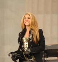 """Pop star Shakira"" von Donna Lou Morgan, U.S. Navy -. Lizenziert unter Gemeinfrei über Wikimedia Commons - https://commons.wikimedia.org/wiki/File."
