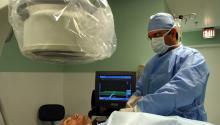 Médicos del hospital Auxilio Mutuo de Puerto Rico operan en una de las salas quirúrgicas. Este hospital se ha convertido en la primera institución hospitalaria de Puerto Rico y el Caribe en contar con una unidad dedicada a la electrofisiología cardiovascular. El hospital se coloca así a la cabeza del diagnóstico y tratamiento de las enfermedades cardiovasculares. EFE