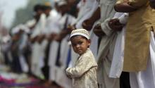 A Muslim child prays alongside the adults at the Khairudin mosque to celebrate the Eid al Fitr festival in Amritsar, India today, June 26, 2017. The Eid al Fitr marks the end of the holy fasting month of Ramadan. EFE/Raminder Pal Singh