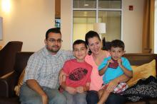 Kenneth junto a su familia.