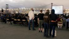 La llegada del calor supone una profusión de festivales al aire libre en Nueva York, cuyos parques y calles se convierten en escenarios para acoger conciertos, obras de teatro, recitales de danza y proyecciones de películas.EFE/Sarah Palmer/RooftopFilms