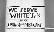 Una foto de archivo que muestra un viejo anuncio anti-mexicano.