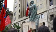 Decenas de personas rinden homenaje a Salvador Allende Gossens, presidente socialista que murió el 11 de septiembre de 1973 durante el golpe de Estadoen Santiago de Chile. Foto: Yamily Habib/AL DÍA News.