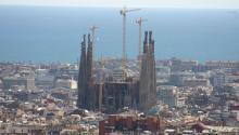 Barcelona is overcrowded with tourists and foreign visitors. The rise in illegal rental apartments has increased exponentially the rental prices, disappointing some local residents. Photo: WIKI COMMONS