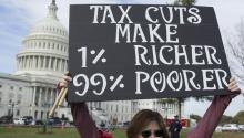 A woman participates in an act against republican fiscal reform next to the Capitol of Washington DC (United States) on November 15, 2017. In addition to not having the support of the Democratic Party, Trump's promised tax reform, the deepest since the 1980s, faced these days its first legislative obstacles for differences within the Republican majority in Congress. EFE / MICHAEL REYNOLDS