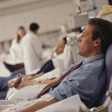 La FDA levanta la prohibición de donar sangre a hombres homosexuales y bisexuales