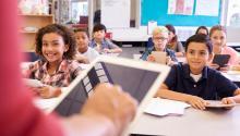 Además de los nuevos Chromebooks o iPads para los estudiantes, los maestros necesitan escuelas que les proporcionen capacitación de calidad, nuevas estrategias disciplinarias y excelentes recursos para modernizar las lecciones.