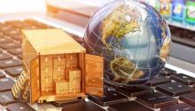 Las importaciones a menudo son más baratas que los productos norteamericanos, ayudan especialmente a las familias de bajos ingresos, cuyos presupuestos constan de más productos manufacturados, donde el descenso de los precios fue agudo.