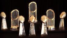 Varios trofeos del Superbowl y de la Serie Mundial