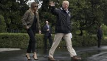 El presidente, DonaldTrump, puso rumbo a Texas para evaluar el daño causado por el huracán Harvey, convertido en tormenta tropical y que ha dejado ciudades inundadas, casi una decena de fallecidos y decenas de miles de desplazados. EFE/MICHAEL REYNOLDS