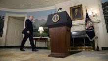 El presidente estadounidense, DonaldTrump, se dirige a comparecer ante los medios en la Casa Blanca, Washington (Estados Unidos) el día de ayer14 de junio del 2017.EFE/OLIVIER DOULERY