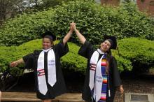 Evelyn y Ashley, el díade su graduación. (Universidad La Salle).