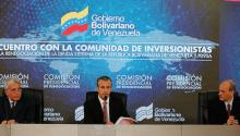 Photo courtesy of Miraflores press by Venezuelan Vice President Tarek El Aissami (c), speaking during a meeting with national creditors from Europe, the United States and other parts of the world on Monday, November 13, 2017, in Caracas (Venezuela). EFE / Courtesy of Prensa Miraflores