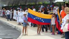 Venezuelan citizens gather today, Sunday June 18, 2017, around the hotel to host the meeting of the Organization of American States (OAS), which will start this Monday in the city of Cancun, in the state of Quintana Roo (Mexico). EFE/ Alonso Cupul