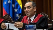 """El magistrado Maickel Moreno, habla durante una rueda de prensa en Caracas (Venezuela). El Departamento del Tesoro EEUU impusosancioneseconómicas hoy a Moreno, y a los siete magistrados restantes de la corte por """"usurpar la autoridad"""" de la Asamblea Nacional. EFE/ARCHIVO/CRISTIAN HERNÁNDEZ"""