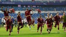 Los jugadores venezolanos celebran su victoria en la semifinal del Mundial sub'20 disputada entre Uruguay yVenezuelaen el Daejeon World Cup Stadium de Daejeon (Corea del Sur), hoy, 8 de junio de 2017. EFE/Jeon Heon-Kyun
