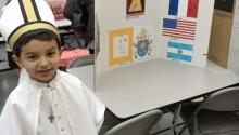 La presentación de Alex López a inicios de este año fue tan bien recibida en la escuela, que el párroco de la familia les sugirió enviar una carta al Vaticano dirigida al papa Francisco con el proyecto del estudiante.