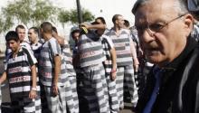 Joe Arpaio junto a una fila de inmigrantes presos en su campo de concetración en Maricopa, Arizona. EFE