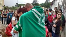 Chapecoense supporters meet in front of the team's club, in Chapecó(Brazil), after the plane in which the team traveled crashed near Medellín(Colombia).EFE / BIA PIVA / DIÁRIO DO IGUAÇU /