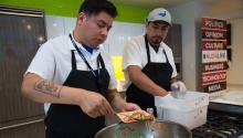 Chef Adán Trinidad compartiendo su receta MahiMahiCeviche. Foto: Samantha Laub / AL DÍA News