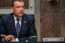 Senator Alex Padilla led a hearing demanding regularization for undocumented immigrants. Photo Shawn Thew, Getty Images.