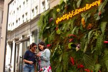 The Latin American-inspired womenswear brand Americae launched its floral pop-up wall experience yesterday at Juniper and Chestnut Streets. Greta Anderson / AL DÍA News