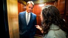 Jeff Flake, Ana Maria Archilla y Maria Gallagher: El momento del ascensor - CNNPolitics