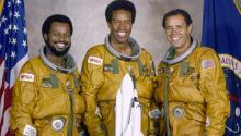 Tres afroamericanos pioneros en la carrera espacial:Ronald McNair,Guion BlufordyFred Gregory. Vía Wikipedia.