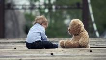 Los niños autistassuelen presentar una falta de interés por otros niños.Foto:Pixabay