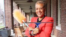 Donna Allie pasó de limpiar casas a fundar una de las compañías minoritarias más grandes de la región. Yesid Vargas/AL DÍA News