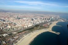 """Officials hope to complete the """"facade of the city"""" with a new beachfront park. Photo: Barcelona Regional"""