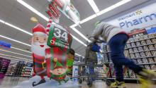 The Holiday Season has arrived and many people get stressed when it comes to decide how much to spend on presents. The Internet is full of guidelines to help you not to collapse, mentally and economically. EFE/ERIK S. LESSER