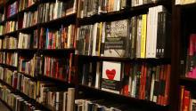 En Estados Unidos sigue siendo difícil conseguir libros en español. Foto: PXphere
