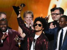 Bruno Mars, Grammys 2018. Photograph saved from National Post.