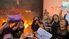 """Unas 2.000 personas se manifestaban por los recientes feminicidos en Quintana Roo, el último fue el de una joven de 20 años, """"Alexis"""".Photo: Agencias"""