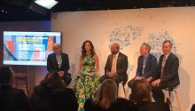 Claudia Romo Edelman, fundadora de We Are All Human, encabeza el foro porel desarrollo de la comunidadHispana en EstadosUnidos en Davos. Fuente:https://twitter.com/WAAH_Foundation