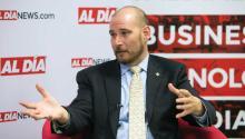 El escritor y defensor de la marihuana Chris Goldstein visitó la redacción de AL DÍA News el pasado 17 de abril. Samantha Laub / AL DÍA News