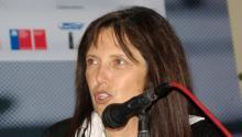 La escritora argentinaClaudia Piñeiroen laFeria Internacional del Libro de Santiago2015. Foto: Wikimedia/Commons