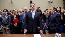 President Donald Trump's former personal lawyer, Michael Cohen (center), testifies before the House Oversight and Reform Committee on Wednesday, in Washington D.C. Cohen said Wednesday that the president knew that one of his collaborators was in contact with WikiLeaks for the publication of thousands of emails from the Democratic Party, which affected the campaign of his opponent, Hillary Clinton. Photo: EFE/Shawn Thew.